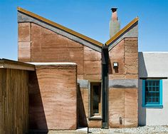Rustic Modern Home, sustainable local materials in combination with clean modernist lines, elemental architectural forms and cutting-edge eco-friendly building technologies. http://dornob.com/rustic-modern-concrete-rammed-earth-house-design/#ixzz3GkZtntzZ