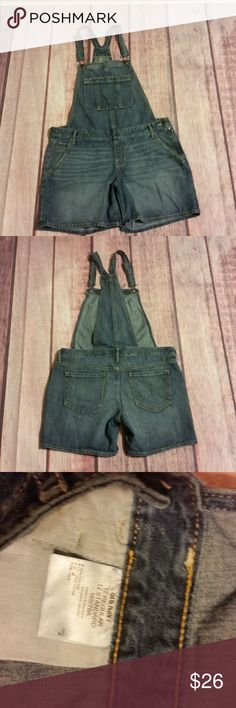 """Old Navy Womens Overalls Shorts Size 12 Blue Jean Old Navy Womens Overalls Shorts Size 12 Blue Jean Denim Bib  Waist (laying flat): 19"""" Front Rise: 10"""" Back Rise: 14"""" Hips (laying flat): 22.5"""" Inseam: 6"""" Leg Opening: 12.5""""  Fabric Content:   Trusted Seller. Fast shipping.  Please check out my other listings. Items being added daily. Thanks for stopping in!  Posh By Design Old Navy Jeans Overalls"""