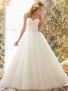 Sweetheart Neckline Organza Wedding Gown
