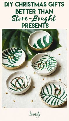 DIY Trinket Dishes with Tropical Leaves DIY ring dish trinket bowl with tropical leaves - Do It Yourself Home Decor amp; Gift Ideas - DIY ring dish trinket bowl with tropical leaves - Do It Yourself Home Decor amp; Pot Mason Diy, Mason Jar Crafts, Handmade Home Decor, Handmade Gifts, Handmade Jewelry, Handmade Ideas, Handmade Ceramic, Handmade Art, Diy Crafts Images