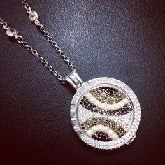 Love switching up my Mi Monedas! Best Buy ever  just gold to get now! #mimoneda #necklace #coin #loveit #jewellery #silver #sparkly #mimonedacoin