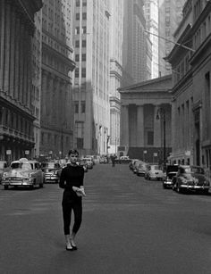 Audrey Hepburn in New York during the filming of Sabrina. Photo: Dennis Stock, Both passion: Audrey Hepburn and New York Katharine Hepburn, Style Audrey Hepburn, Sabrina Audrey Hepburn, Audrey Hepburn Fashion, Sabrina 1954, Veronica Lake, New York, Brigitte Bardot, Belle Photo