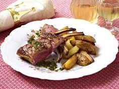 Lamm mit Minzsoße und Kartoffelspalten  Rezept