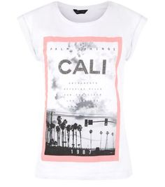 """Keep daytime looks simple with this Cali printed tee - wear with blue skinny jeans and plimsolls.- 'Cali' studded front- Rounded neckline- Roll sleeves- Casual fit- Soft cotton fabric- Model is 5'8""""/176cm and wears UK 10/EU 38/US 6"""