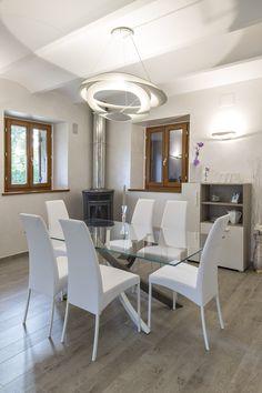 Italian Dining room decorated with Valpaint Valsetin.