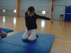 jeux d'opposition - suite - Le blog de delphine Delphine, Basketball Court, Exercise, Hui, Blog, Physical Education Activities, Gym, Athlete, Ejercicio