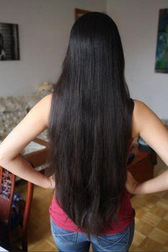 J'ai toujours rêvé d'avoir de longs cheveux, mais chaque année, juste avant l'été, je coupe généralement jusqu'aux épaules pour que ce soit plus confortable. Mais j'ai décidé que c'était fini ! Je vais encore devoir couper un peu car je trouve mes cheveux...