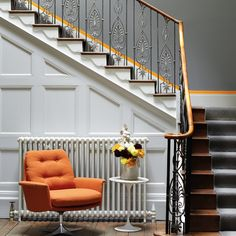 Simple idea to transform your stairway into a design statement. Paint the top of the skirting board in a contrast colour to make it pop. Walls in Grey Teal, panelling and skirtings in Shallows & contrast in Marigold. All colours from Little Greene. Little Greene Farbe, Little Greene Paint, Victorian Hallway, Victorian Gothic, Victorian House, Period Color, Hallway Colours, Oak Trim, Cast Iron Radiators