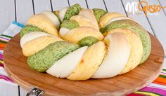 Тробојна пита Macedonian Food, Pan Bread, Bread And Pastries, Pane, Bread Recipes, Delish, Cheese, Sweet Pastries, Kitchens