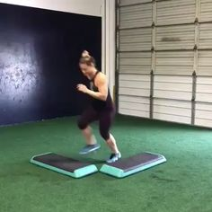 HIIT workout cardio How to lose weight in the legs, what is the most reliable way? Someone suggests to go on a diet, someone exhausting physical activity. Workout Cardio, Cardio Training, No Equipment Workout, Gym Workouts, At Home Workouts, Strength Training, Hiit Workout Videos, Park Workout, Step Workout