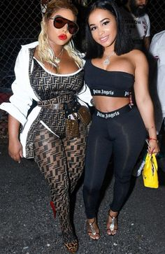 Queen B Lil Kim FENDI DOWN😎💋  Hip Hop Outfits, Girl Outfits, Fashion Outfits, Lil Kim 90s, Fashion News, Fashion Show, Fashion Design, All White Party, Vintage Couture