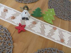 Crochet Pattern for Table Ribbon – Fir Trees – Christmas Decorations Crochet Christmas Decorations, Christmas Crafts To Make, Christmas Fun, Christmas Ornaments, Christmas Crochet Blanket, Christmas Crochet Patterns, Crochet Table Runner, Filet Crochet, Diy And Crafts