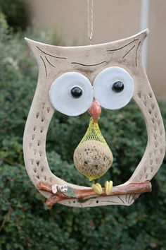 A great dumpling holder. On the branch sits a small worm. Actually too scha - A great dumpling holder. On the branch sits a small worm. Actually too scha - Clay Owl, Clay Birds, Slab Pottery, Ceramic Pottery, Pottery Store, Pottery Animals, Owl Crafts, Pottery Classes, Clay Ornaments