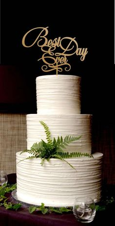 Wedding Cake: Beautiful White Wedding Cakes In Various Textures And Amazing Designs, Lovely Minimalist White All-Buttercream Wedding Cake Wedding Cake Designs, Wedding Cake Toppers, Gold Cake Topper, Bolo Cake, Drink Bar, Buttercream Wedding Cake, Cake Icing, Vanilla Buttercream, White Wedding Cakes