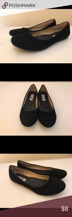 Slip on flats Selling still in great condition slip on flats.  Black in color and in a size 7.  Only used twice. Shoes Flats & Loafers