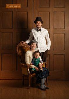 家族写真 Studio Family Portraits, Family Portrait Poses, Family Portrait Photography, Family Posing, Family Photographer, Art Photography, Family Of 3, Family Photos, Happy Photos