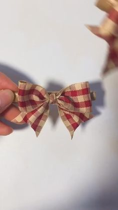 Diy Ribbon, Ribbon Crafts, Ribbon Bows, Ribbons, Burlap Bows, Diy Crafts Hacks, Diy Crafts For Gifts, Simple Crafts, Kids Crafts