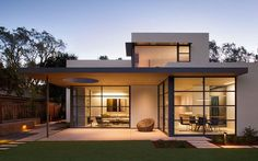 """Lantern House is a modern residence that was designed by Feldman Architecture. It is located in Palo Alto, California. """"The Palo Alto Lantern House adds a new vision of modern living to the eclecti… Modern Exterior, Exterior Design, Modern Home Exteriors, Modern Homes, Bungalow Exterior, House Exteriors, Exterior Paint, Modern Minimalist House, Minimalist Kitchen"""