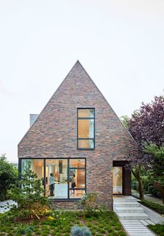 Modern gable roof house with brick facade - Roof brick - Roof cladding Brick Facade, Facade House, House Roof, House Facades, House Exteriors, Gable House, Gable Roof, Modern Brick House, Roof Cladding