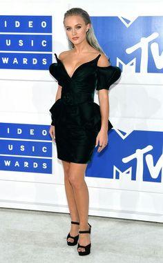 Zara Larsson at the MTV VMAs red carpet