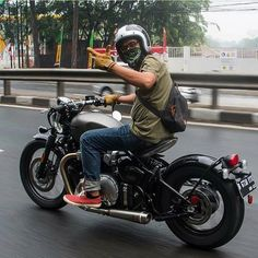 That Triumph Bobber really does look like a proper piece of kit for an out the box motorcycle. Anyone managed to ride one yet? Best Motorbike, Bobber Motorcycle, Bobber Chopper, Moto Bike, Blitz Motorcycles, Cool Motorcycles, Triumph Bikes, Triumph Motorcycles, Custom Bobber