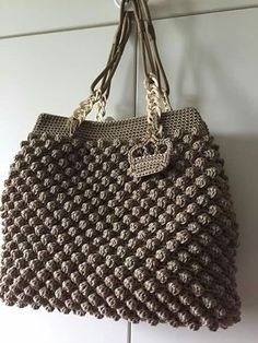 This Pin was discovered by Χρι Crochet Tote, Crochet Handbags, Crochet Purses, Crochet Crafts, Crochet Projects, Knit Crochet, Bead Embroidery Jewelry, Beaded Embroidery, Popcorn Stitch