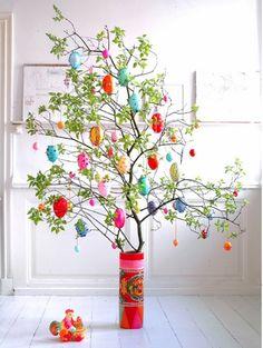 Frühling Gestaltung-Baum Zweige-Blumenvase basteln dekorieren Ostereier anhängen