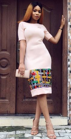 Ankara Mode-Stil afrikanische Mode Ankara Kitenge afrikanische Frauenkleider A African Fashion Ankara, Ghanaian Fashion, Latest African Fashion Dresses, African Dresses For Women, African Print Dresses, African Print Fashion, Africa Fashion, African Attire, African Women
