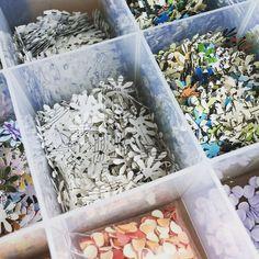 Confetti in de maak! Voor bestelling, maar ook voor de Knotsgekke Kaarten en Scrapdagen! #confetti #papier #handgemaakt