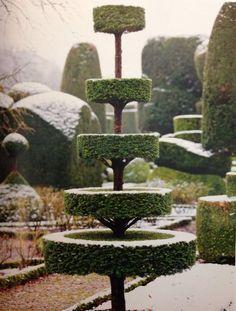 topiary winter garden detail - Home Decor -DIY - IKEA- Before After Boxwood Garden, Garden Hedges, Topiary Garden, Topiary Trees, Garden Art, Garden Landscaping, Garden Design, Formal Gardens, Outdoor Gardens