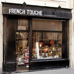 Paris en su máxima esencia: tienda parisina de estilo retro y vintage. Perderás la cabeza, ¡vas a querer llevártelo todo! Artículos de regalo, bolsos, complementos, broches, pañuelos, grabados… Todo con un aire vintage muy parisino. Ya no hace falta coger un avión para ir de compras por las calles de París. ChicPlace te trae la esencia de la capital francesa a tu casa, sin mover un dedo, bueno sí, ¡solo para hacer click!  Síguenos en https://www.facebook.com/ChicPlace.es