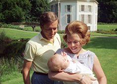 De trotse ouders met hun 1e zoon Willem-Alexander (NL)