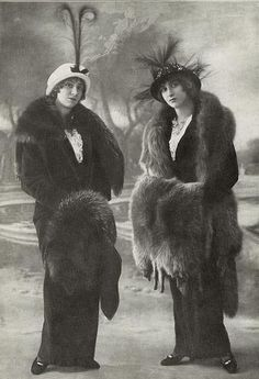 Two fabulously fashionable Edwardian ladies. Those hats are absolutely to die for!