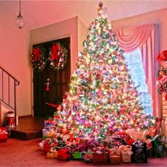 What's HOT and TRENDING for Christmas THIS year - all RIGHT HERE. From decorating the Christmas tree to trending colors this Christmas, we've found it all – and it's beautiful! Pre Lit Christmas Tree, Christmas Trends, Simple Christmas, Christmas Recipes, Christmas 2019, Christmas Tree Decorations, Christmas Tree Ornaments, Christmas Holidays