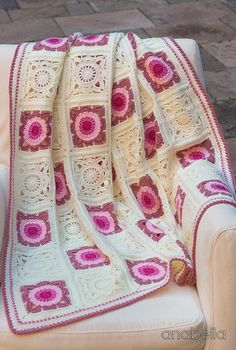 Transcendent Crochet a Solid Granny Square Ideas. Inconceivable Crochet a Solid Granny Square Ideas. Crochet Afgans, Crochet Quilt, Crochet Blocks, Crochet Squares, Crochet Motif, Crochet Lace, Crochet Stitches, Crochet Granny, Granny Squares