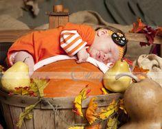Newborn Halloween pictures, infant photography ideas www.photographybymisty.com