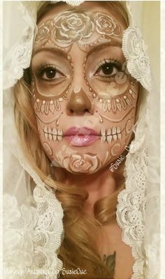 Holiday party makeup day of the dead 34 ideas Candy Skull Makeup, Candy Skulls, Sugar Skulls, Costume Makeup, Party Makeup, Day Of The Dead Costume Dress, Day Of Dead Makeup, Mexican Fiesta Party, Halloween Makeup