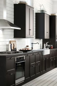 25 Stunning Wooden Kitchen Ideas for Best Choice To Renovate Your Kitchen Black Kitchen Cabinets choice ideas kitchen Renovate Stunning wooden Black Kitchen Cabinets, Kitchen Tops, Kitchen Cabinet Design, Black Kitchens, Modern Kitchen Design, Cool Kitchens, Kitchen Black, Country Kitchen, Wooden Kitchen