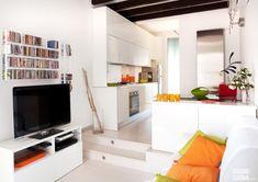 Sfruttare 35 mq al massimo? Ecco come! Tiny Spaces, Small Apartments, Mini Loft, Interior Architecture, Interior Design, Interior Ideas, Loft Studio, Living Room Remodel, Studio Apartment