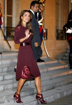 Queen Rania Al Abdullah of Jordan leaves after a working dinner with French President Francois Hollande at Elysee Palace on 17.09.2014 in Paris, France.
