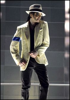 Look de Michael Jackson : veste assortie au chapeau dans le film This is It, sorti en 2009