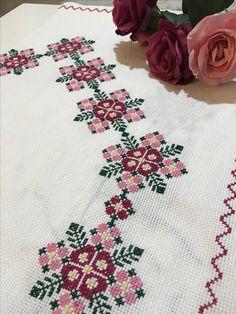Hand Embroidery Design Patterns, Pattern Design, Cross Stitch, Towels, Simple Cross Stitch, Dots, Manualidades, Punto De Cruz, Seed Stitch