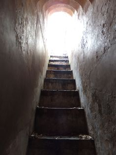 A small stairs hidden behind the huge gates of the fort entrance that leads to the top of the entrance where soldiers used to protect the fort from attacks.