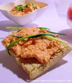Dzisiaj  przepis na kolejną pastę kanapkową - tym razem pomidorowo-paprykowa z  białym serem. Parę minut i kilka podstawowych składników wy...