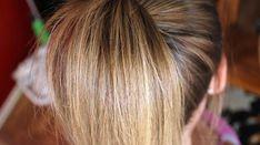 Vous souhaitez éclaircir vos cheveux ? Mais vous préférez éviter les décolorations ? Les teintures et autres produits chimiques attaquent vraiment le cuir chevelu. Voici une astuce naturelle pour éclaircir vos cheveux en douceur.  Découvrez l'astuce ici : http://www.comment-economiser.fr/astuce-maligne-pour-eclaircir-naturellement-les-cheveux.html?utm_content=buffer144e0&utm_medium=social&utm_source=pinterest.com&utm_campaign=buffer