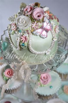 beautiful shabby chic inspired wedding cake | BEAUTIFUL LITTLE WEDDINGS: May 2010