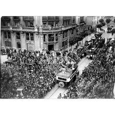 1937 (CA.)DESPUÉS DE LA TOMA DE LOS CUARTELES DE LOYOLA DE SAN SEBASTIÁN, REGRESÓ A BILBAO LA COLUMNA MIXTA QUE SALIÓ DURANTE LOS PRIMEROS DÍAS DE LA GUERRA. DESFILE DE DICHA COLUMNA ANTE EL GOBIERNO CIVIL A SU REGRESO.: Descarga y compra fotografías históricas en | abcfoto.abc.es