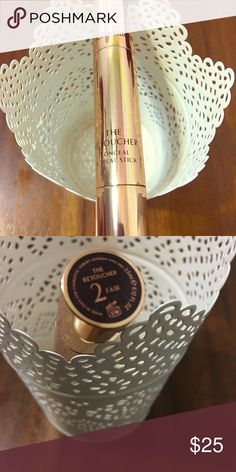 Charlotte Tilbury Re touching concealer Concealer retouching concealer and treat stick. Perfect to conceal imperfections and also touch up during the day. Amazing product😎 Makeup Concealer