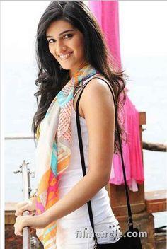 Kriti Sanon Pics - 30 Cutest Looks of Kriti Sanon this Year Bollywood Heroine Photo, Beautiful Bollywood Actress, Beautiful Indian Actress, Bollywood Fashion, Indian Celebrities, Hollywood Celebrities, Beautiful Celebrities, Beautiful Actresses, News Logo