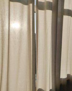 Inspiration I Lighting through neutral-colored curtain  @priseswitzerland Timeless Design, Switzerland, Neutral, Minimalist, Curtains, Lighting, Board, Modern, House